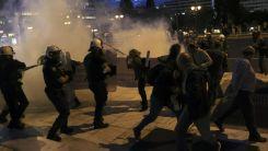Atina'da öğretmenlerden protesto gösterisi