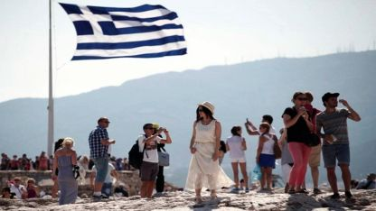 Yılın ilk 8 ayında Yunanistan kaç turist ağırladı?