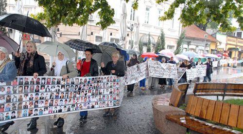 Srebrenitsa soykırımı kurbanları anıldı