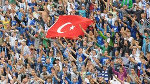 Türk bayrağı yüzünden sapıttılar