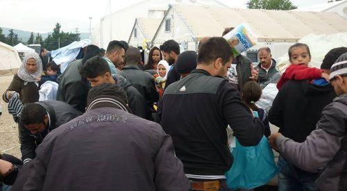 Basırlıköy halkı zor durumdaki mültecileri unutmadı