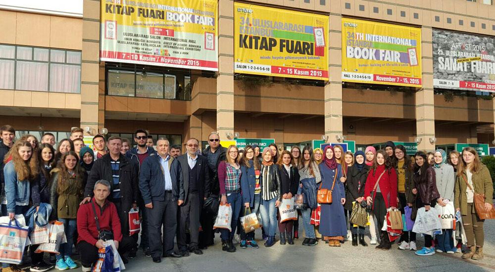Batı Trakyalı Türk Öğrenciler İstanbul'da Kitap Fuarına Katıldılar