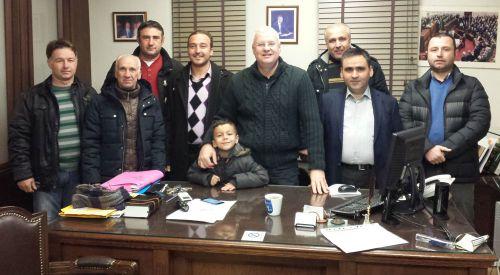 Harmanlık Derneği yönetimi Milletvekili İlhan Ahmet'i ziyaret etti