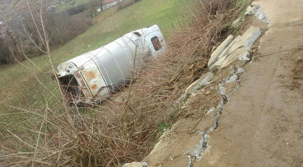 Çalabı'da Çöp Kamyonu Şarampole Yuvarlandı