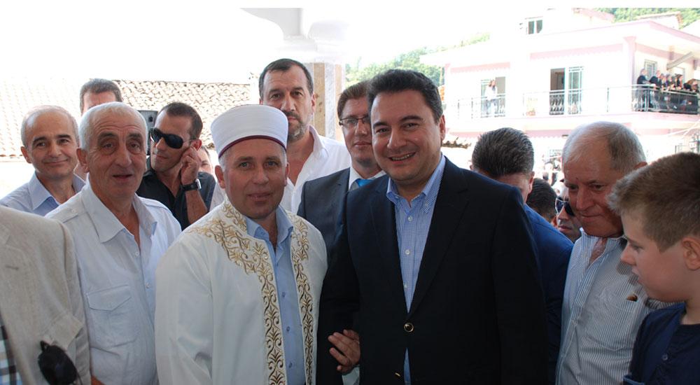 Şahin köyü Hafız Mehmet Emin Aguş'u son yolculuğuna tekbirlerle uğurladı