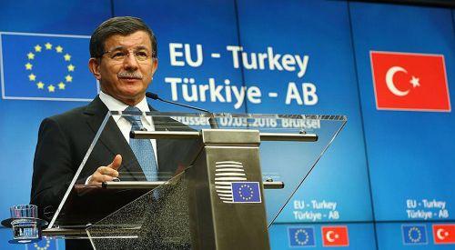 Davutoğlu: Türk vatandaşları için vizesiz seyahatin en geç haziran sonunda başlamasını talep ettik