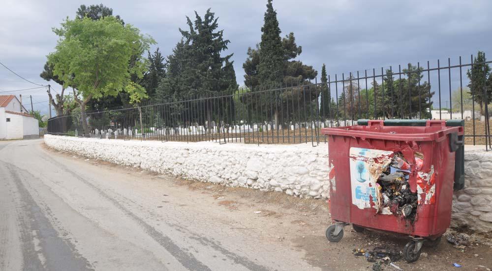 Türk mahallelerindeki çöp bidonları ateşe veriliyor !