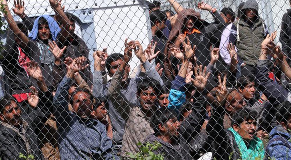 Yunanistan'daki Göçmenler Polisle Çatıştı