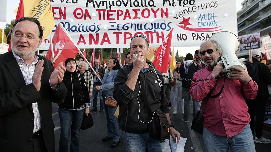 "Atina'da Parlamento Önünde ""Kemer Sıkma"" Karşıtı Gösteri"