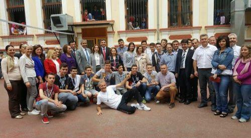 Başkonsolos Akıncı'dan İskeçe Azınlık Ortaokulu ve Lisesi'ne ziyaret