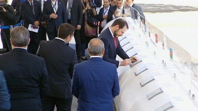 Türk Bakan Selanik'te Temel Atma Törenine Katıldı