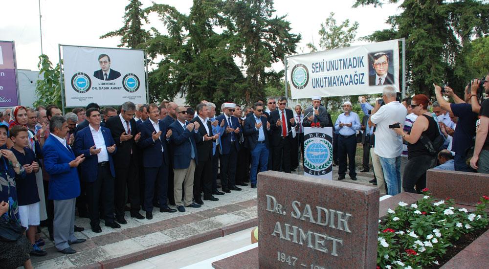 Batı Trakya Türklerinin Lideri Dr. Sadık Ahmet Kabri Başında Rahmetle Anıldı