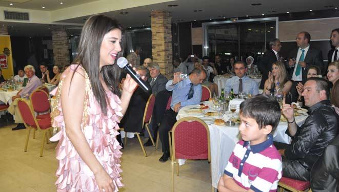Türkiyeli Sanatçı Nadide Sultan Sirkeli Takımının Aile Gecesinde Sahne Aldı