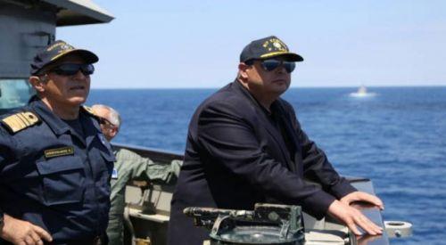 Aşırı sağcı Savunma Bakanı Kammenos yine uslu durmadı