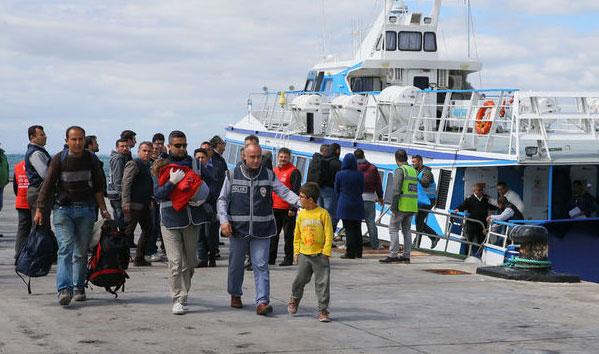 Yunanistan'dan Türkiye'ye 60 göçmen iade edildi
