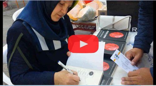 VİDEO | Kermese katkı olsun diye yazdığı kitabını sattı