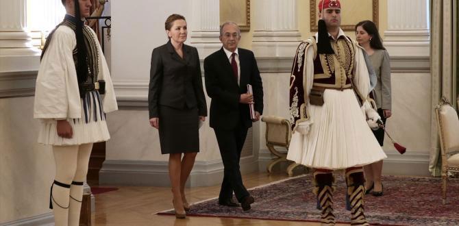 Türkiye'nin yeni Atina Büyükelçisi Halit Çevik, güven mektubunu Pavlopulos'a sundu
