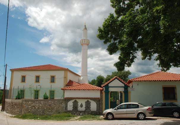 Bir seçim arefesinde daha Okçular Camii'ne taşlı saldırı