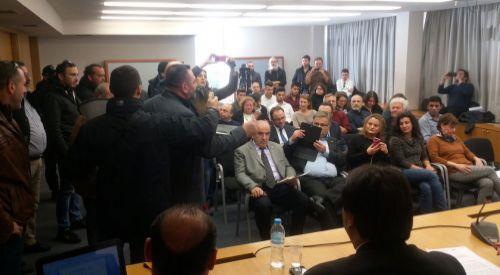 Türk Azınlık mensuplarının konuşmacı olduğu toplantıyı ırkçılar bastı