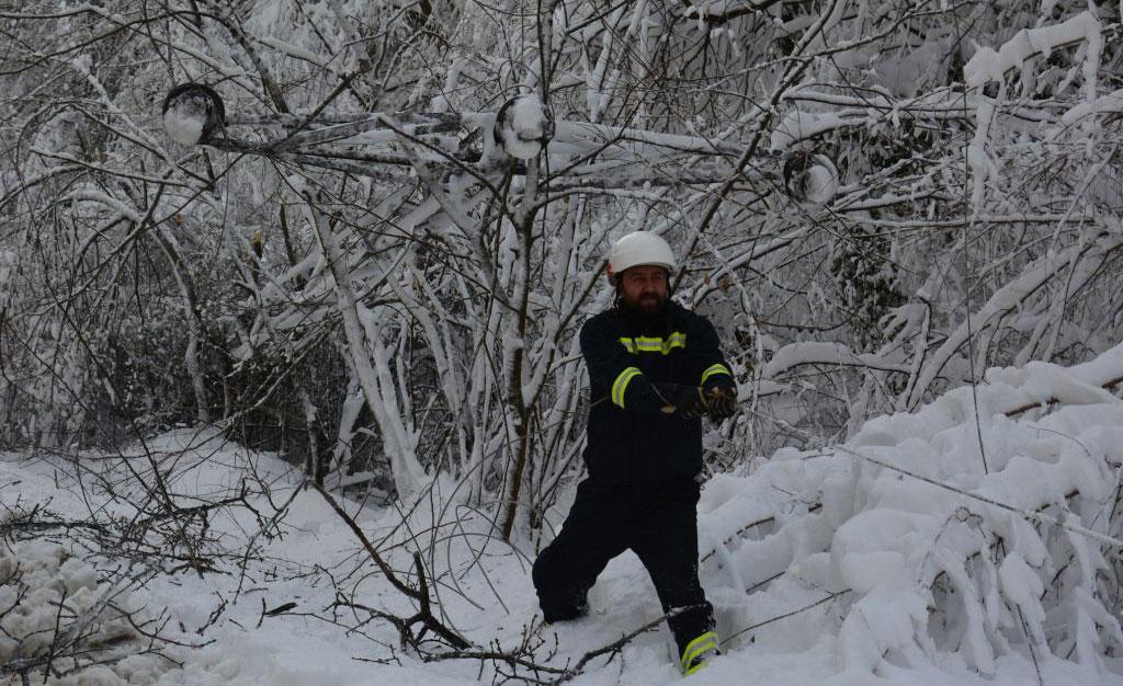 Yunanistan'da kötü hava koşulları nedeniyle üç kişi öldü