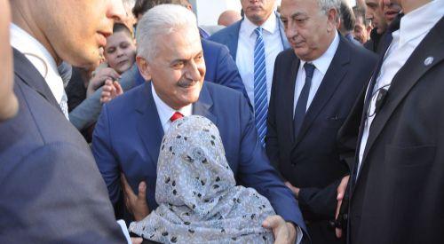 T.C. Başbakanı Binali Yıldırım, Batı Trakya Türkleri ile kucaklaştı
