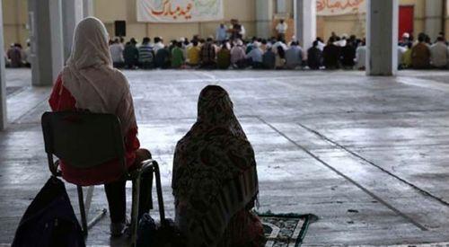 Atina'da Müslümanlar bayramı binaların bodrum katlarında karşıladı