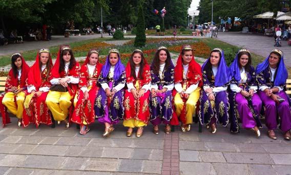 Gümülcine Türk Gençler Birliği Folklor Ekibi VIII. Balkan Türk Folklor Festivali'ne Katıldı