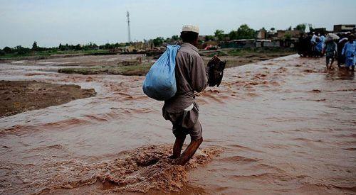 Pakistan'da muson yağmurları 43 can aldı