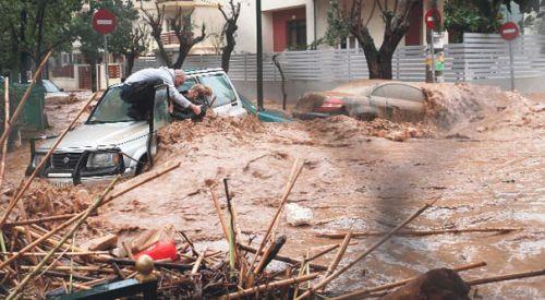 Atina'daki selde ölenlerin sayısı 15'e yükseldi