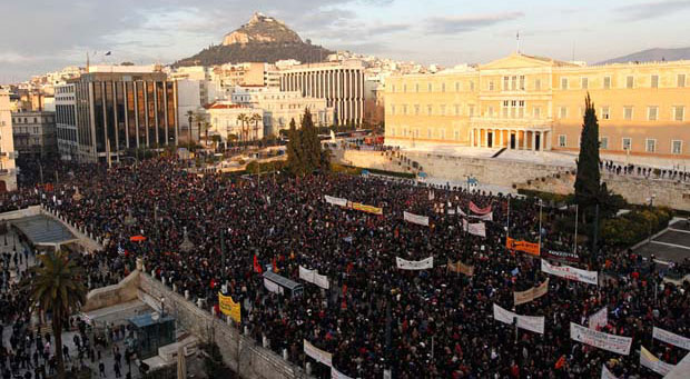 Halk hükümeti protesto etmek için yürüdü