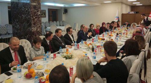 Ankara'daki Batı Trakyalı Öğrenciler Müezzinoğlu ile bir araya geldiler