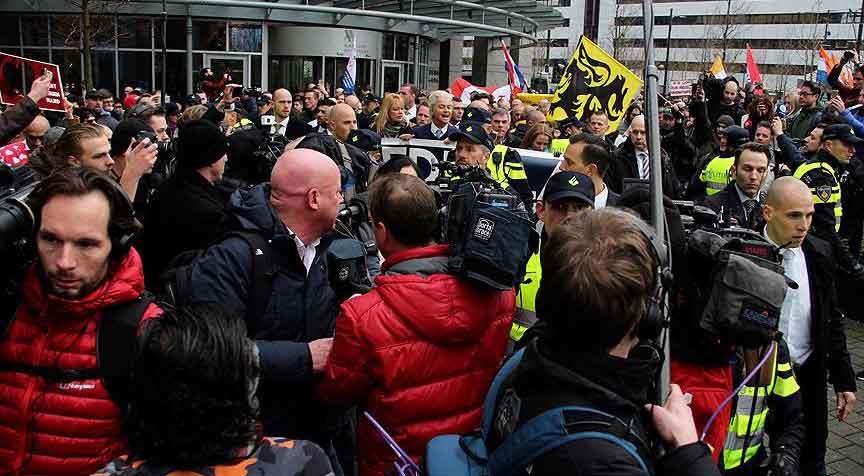 Irkçı liderden İslam karşıtı gösteri