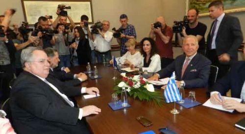 Kotzias Kosova'da temaslarda bulundu